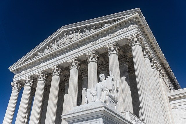 Image of the entrance to the United States Supreme Court building.